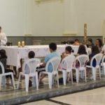 Encontro de catequese reúne crianças e pais para celebração do perdão