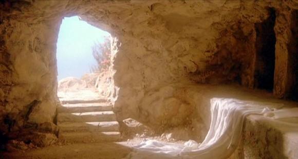 O Ressuscitado vive entre nós. Aleluia!