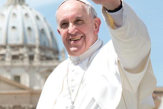 """Papa Francisco: """"A evangelização se faz de joelhos"""""""