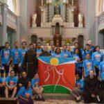Jovens participam de caminhada franciscana