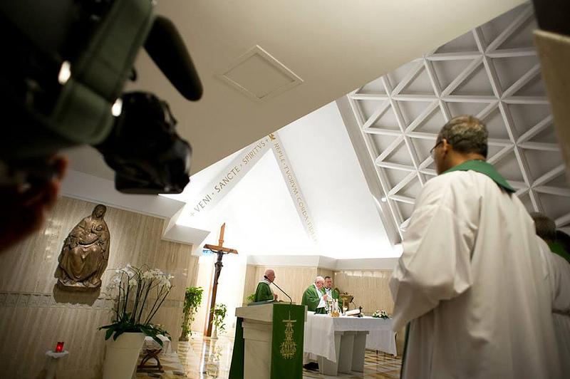 """Nós nos sentimos Igreja?"", interroga-se o Papa"