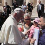 Papa escreve às famílias