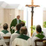 """""""Cristãos incoerentes, escândalo que mata"""", diz Papa Francisco"""