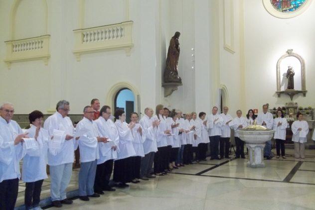 Ministros Extraordinários da Eucaristia se renovam