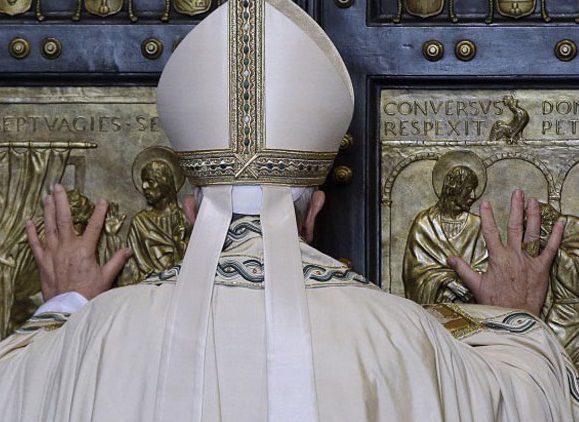 Papa abre Porta Santa: começa Jubileu da Misericórdia