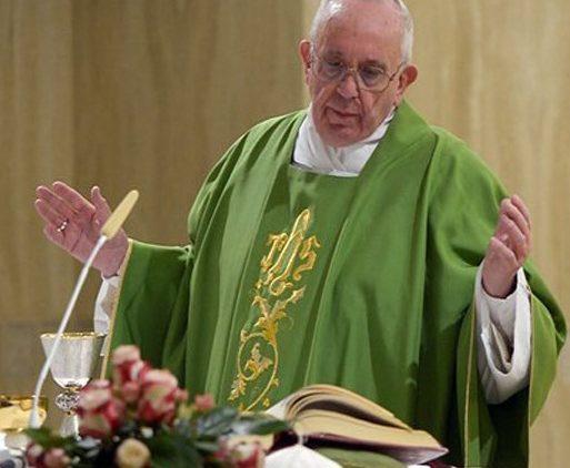 """Papa Francisco: """"Longe de Deus somos derrotados"""""""