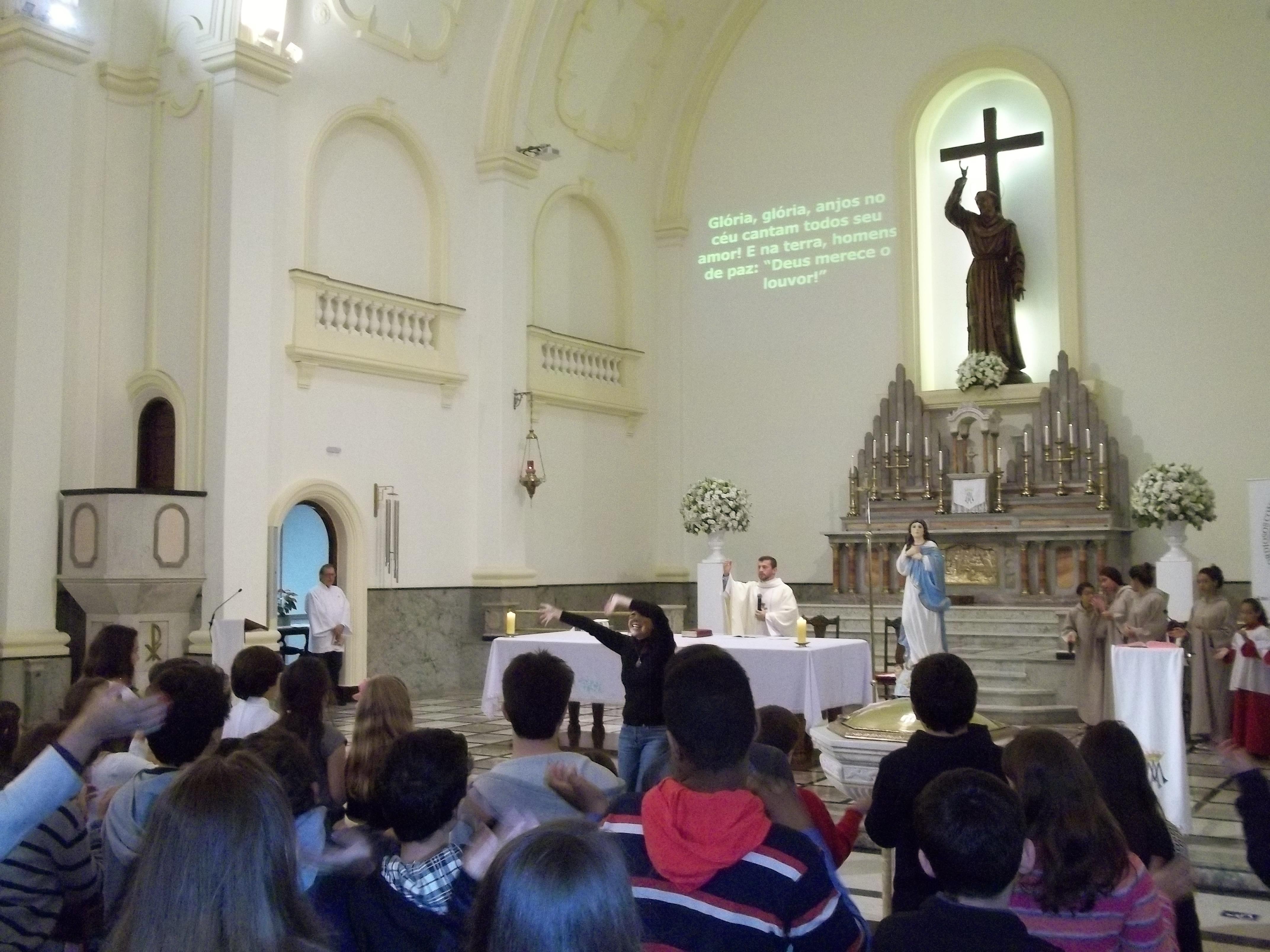 Maria, nossa Mãe: Te Coroamos!