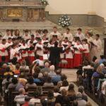 Igreja lota para apresentação dos Canarinhos de Petrópolis